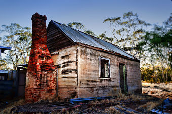 farmhouse abandoned